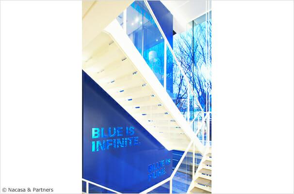 B, VJ-Building 複合施設の壁面グラフィック
