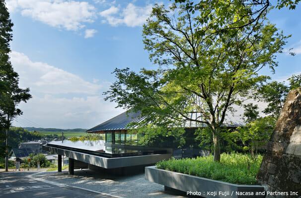 狭山湖畔霊園管理休憩棟 (2)