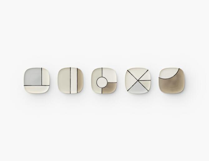美濃焼のお皿 / 「金継ぎ」という割れた器を糊漆で繋ぎ合わせて修復する技法を用い、同じ形状で異なる色の器をカットし繋ぎ合わせ、新しいパターンのお皿に(株式会社 深山)