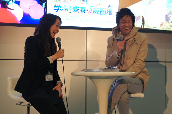 (写真左から)キュレーターの内田まほろ氏、チームラボ代表の猪子寿之氏