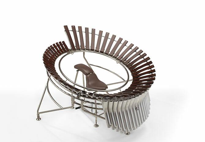 Marimba(prototype) / FUJIN(God of the Wind) モーターサイクルの二人乗りさながらマリンバを二人で演奏する、タンデム(後ろ)の奏者が木琴部の円を回し、前の奏者がマレットで木琴を叩く。偶発性を活かしたスリリングな演奏