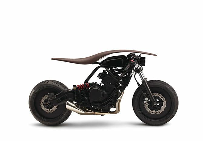 Motorcycle(prototype) / √(Root) ライダーの目線から計器類を排除することで視線の先を風景と一体に、フォルムは馬をモチーフとし人馬一体のイメージ