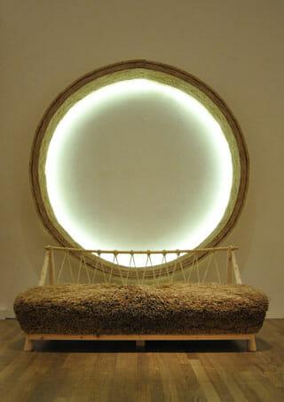 大学院美術研究科デザイン専攻 望月和也氏 「家具を葺く」