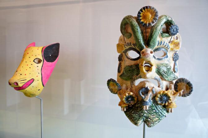 (左から)仮面(豚)、仮面【メキシコ】