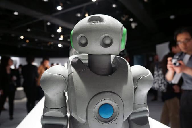 小型2足歩行ロボット「SDR-4XII」のクレイモデル