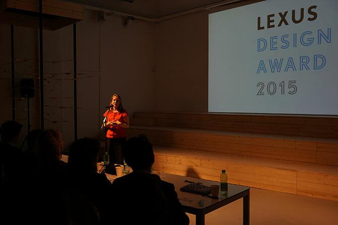 LEXUS DESIGN AWARD 最終審査プレゼンテーションをうけて、審査員のパオラ・アントネッリ氏