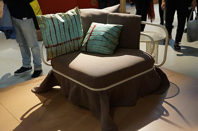 MOROSO、atelier oï、アラブ人の帽子をイメージした椅子、ファブリックは張り替えできる