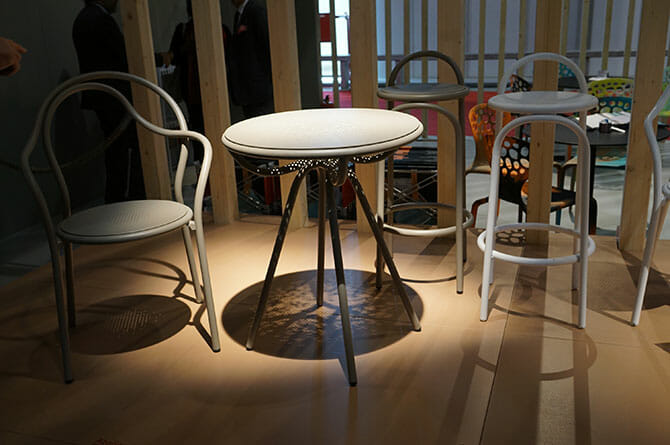 アトリエ・オイ(atelier oï)、先日まで開催されていたスイスデザイン展で試作が展示されていた椅子