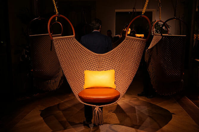 Objets Nomades、「SWING CHAIR」Patricia Urquiola