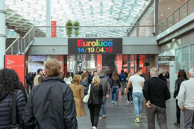 照明(Euroluce)の入口、Photo by Alessandro Russotti
