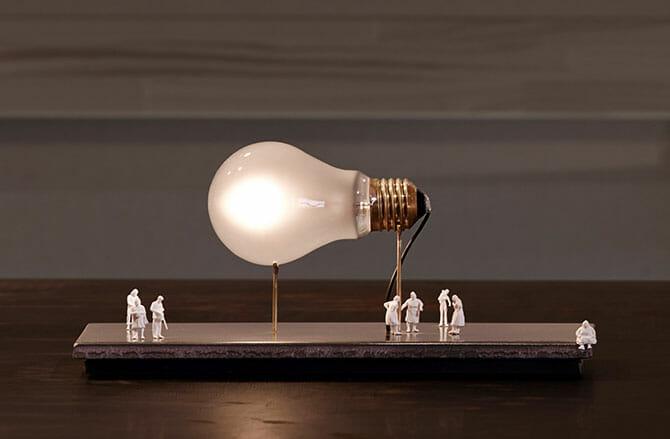 インゴ・マウラーの「Monument for a bulb」(Ingo Maurer)