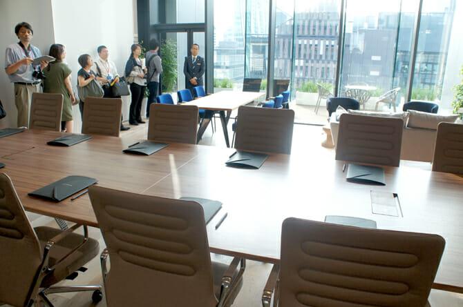 10F 新しいビジネス空間を提供する貸会議室。家具はすべてスイスのVitra社製(1日1組1フロア貸出)