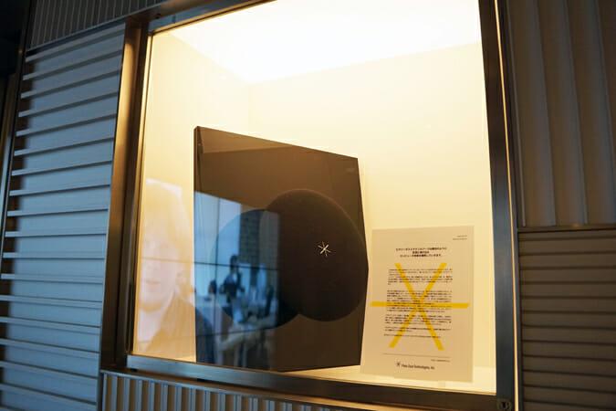 空中で音楽と共に物体が動き出す新感覚のスピーカー「Pixie Dust」