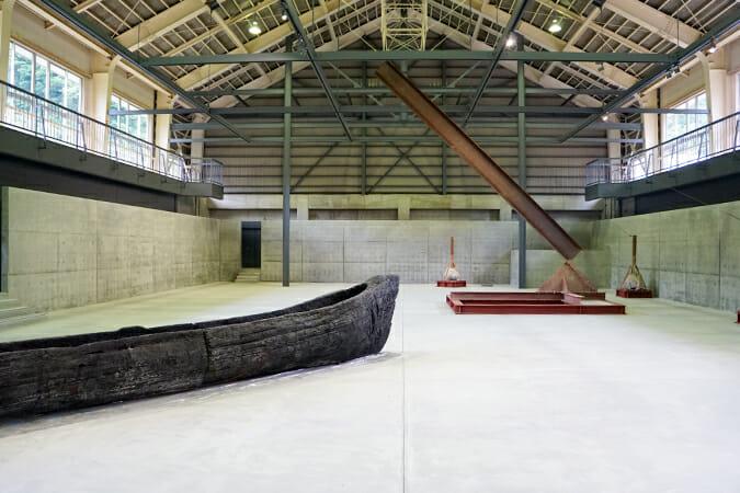 旧清津峡小学校の体育館を「清津倉庫美術館」としてリニューアル
