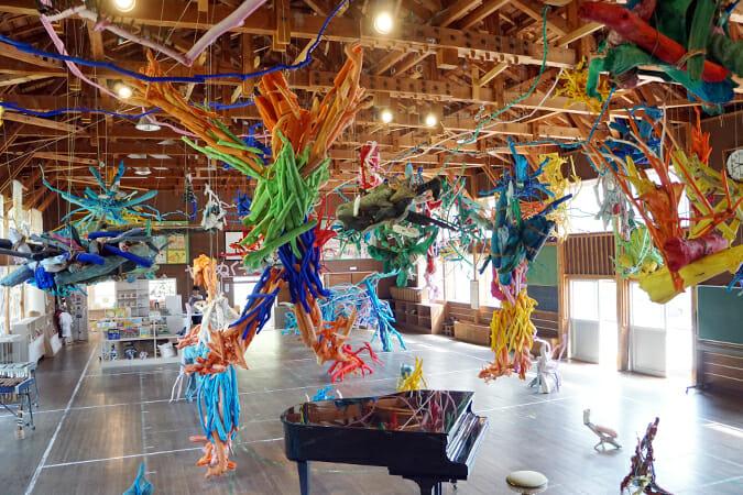人と自然の関わりを美術から浮かび上がらす、「大地の芸術祭」フォトレポート(絵本と木の実・十日町南エリア)