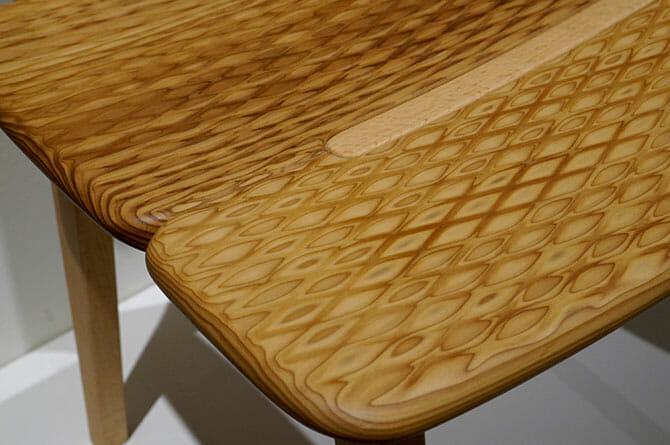 「Gifoï chair」試作2、鉄の編み目と一緒に加工することで得られる文様、アトリエ・オイのイメージとも一致