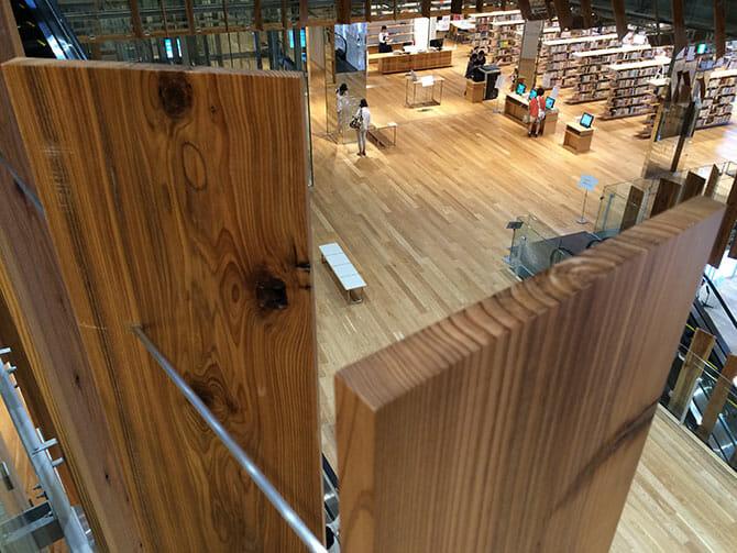 富山県産の木材が使われたルーバー