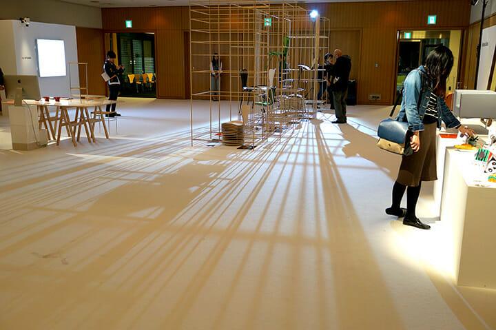 「7 COOL ARCHITECTS」篠崎弘之さんによる会場構成と什器は7つのセブンチェアのコンセプトを見事に咀嚼し呼応しています