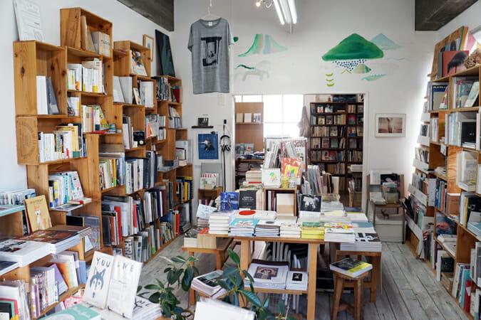 紙媒体とその周辺のカルチャーがつまった、好奇心をくすぐる名古屋の本屋「ON READING」