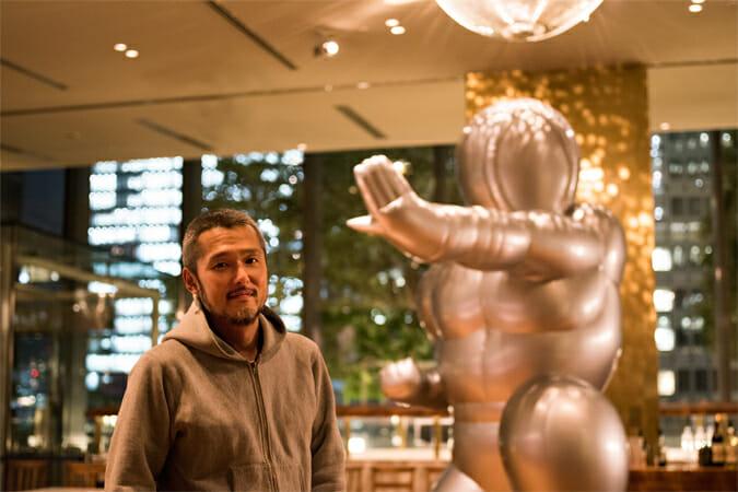 五木田智央さんと自身初の巨大バルーン作品「EL MANPO」