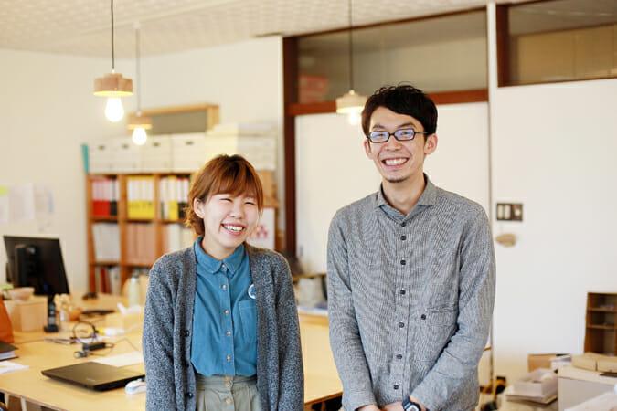 ディングを行うクリエイティブカンパニー「TSUGI」の寺田千夏さんと新山直広さん