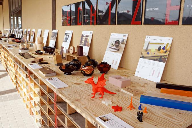 「RENEW」の総合案内所、「うるしの里会館」には出展者の情報がダイジェスト的に展示