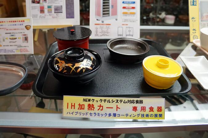 福井県科学学術大賞で特別賞を受賞した、下村漆器の加熱カート式食器