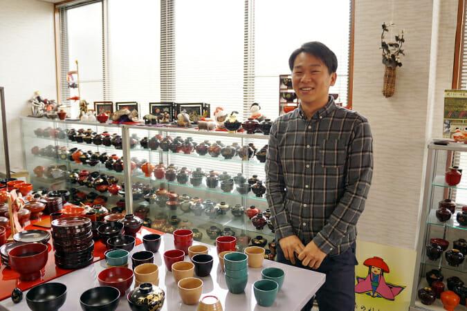 福井県内最年少の伝統工芸士でもある、漆林堂8代目の内田徹さん