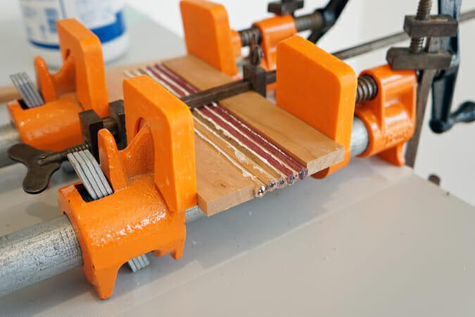 「Hacoa」で行われた、ウォールナット・メープル・パープルハートなどの銘木を使った鉛筆づくりのワークショップ。「Hacoa」の製品ラインナップに鉛筆はなく、このイベント限りの特別アイテム