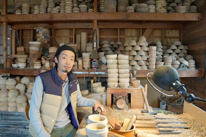 「価値の再定義」をテーマに木製プロダクトを製作している、ろくろ舎の酒井義夫さん。インテリアライフスタイルでは、ヤングデザイナーアワードを受賞