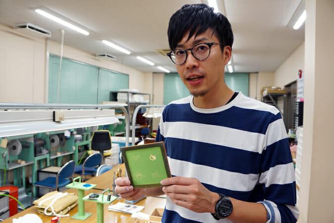 「TSUGI」のメンバーでもある「谷口眼鏡」の今川心平さん。眼鏡職人だけあって眼鏡がよくお似合い