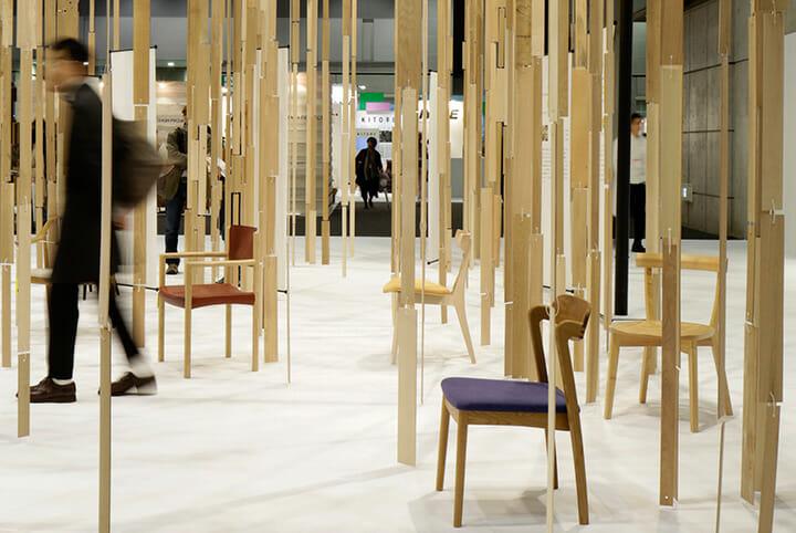 IFFT/インテリア ライフスタイル リビングの旭川家具工業協同組合ブースのインスタレーション。先の旭川デザインウィークと同様に建築家の藤本壮介氏による。