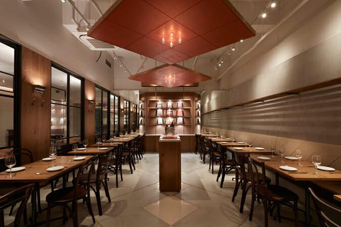 「wipe」施工事例-東京・千駄ヶ谷のレストラン「ル・リール」(撮影:矢野紀行)