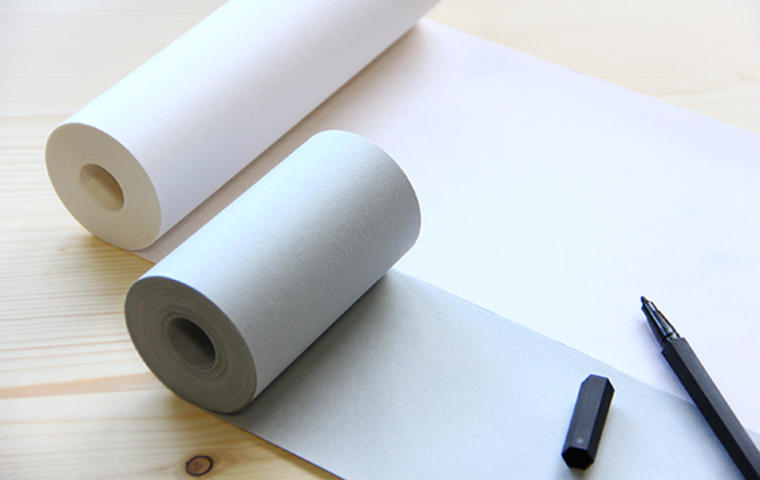 障子紙のロールをメモ帳代わりに使っていたのをヒントにして生まれたメモロール。全て天然素材のみでつくる障子紙の技法を活かしてつくられている
