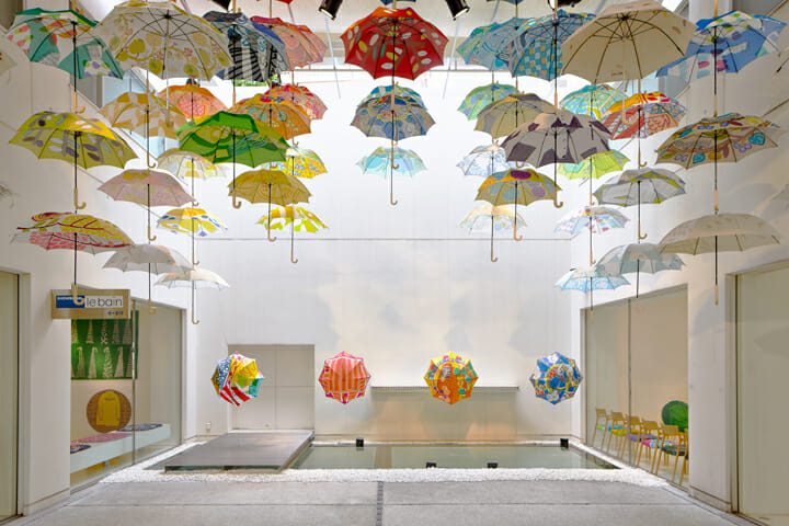 ギャラリール・ベイン / ギャラリーMITATEで行われた、「鈴木マサルのテキスタイル 傘とラグとタオルと」の展示風景