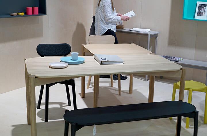 小物を含めてシーンを構成できる家具ブランドは珍しい