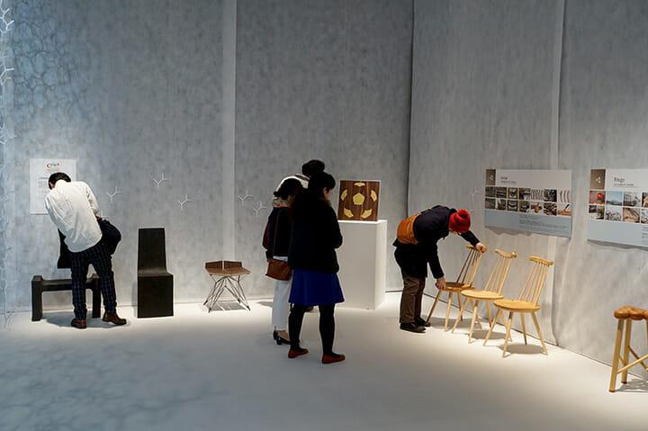 イル・ド・フランス手工業業者・工芸会議所の協力展示(左の3点)と、マッチング部門から生まれた試作(右の2点)