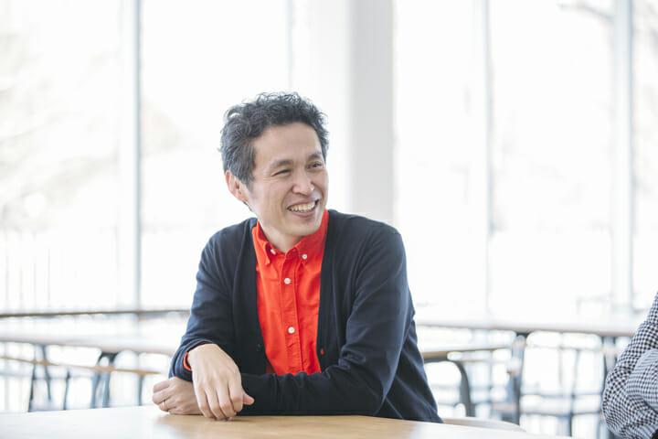 鈴木マサル(すずきまさる) 多摩美術大学染織デザイン科卒業後、粟辻博デザイン室に勤務。1995 年に独立、2002 年に有限会社ウンピアット設立。2005 年からファブリックブランド OTTAIPNU(オッタイピイヌ)を主宰。自身のブランドの他に、2010年よりフィンランドの老舗ブランド marimekko のデザインを手がけるなど、現在、国内外の様々なメーカー、ブランドのプロジェクトに参画。東京造形大学教授、有限会社ウンピアット取締役。