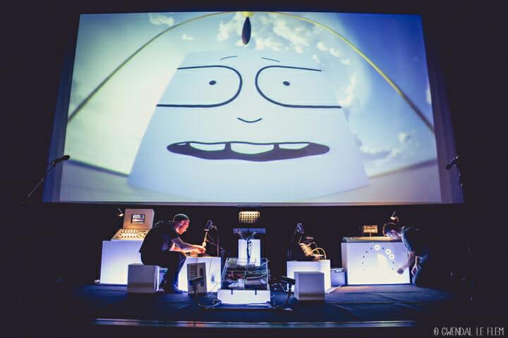 シネマ・ライブ「リック・ザ・キューブ 時の冒険」 アニメーション映像に、アコースティックやエレクトロミュージック、さまざまサウンドや特殊効果が加わったライブパフォーマンス