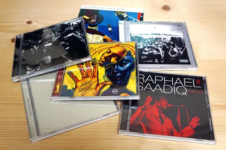 栗崎さんがよく聴いている(かつジャケットが気に入っている)CD。D'AngeloやKendrick Lammerなど、ブラックミュージックの話題作が中心