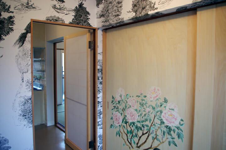 参加アーティストのなかで女性は松本尚さん一人、女性の入居者も想定してつくりあげた
