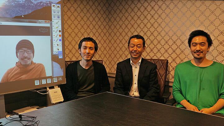 左から、ミラノの設営会場からネット経由で参加した遠藤氏と岡村氏、小松氏、田根氏