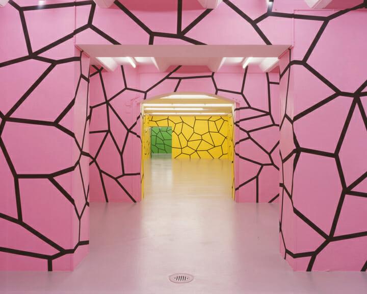 ダニエル・グェティン《THE GO BETWEEN》 © Haus für konstruktive und konkrete Kunst, Zürich; Daniel Göttin, Basel photo: Alexander Troehler :展示(インスタレーション)