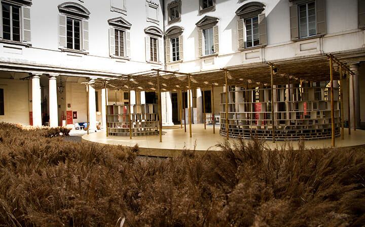 ベルギー『DAMN』誌による「A Matter of Perception」展の中庭の特設パビリオン ©Rafael Medina Adalfio