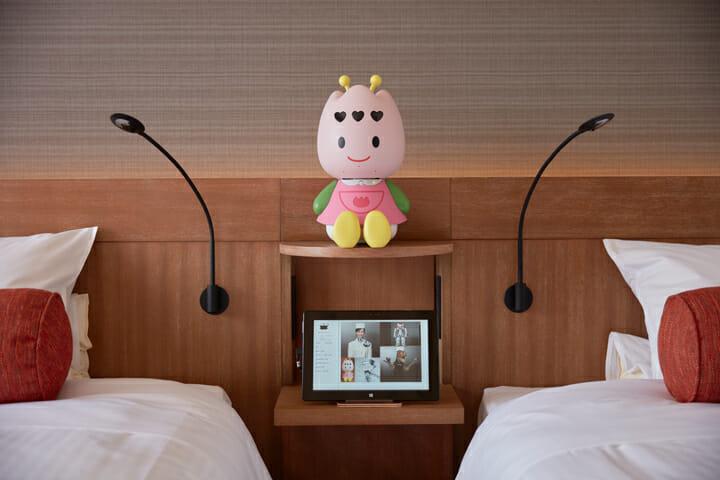 客室内のロボット・ちゅーりーロボ。英語対応も可能