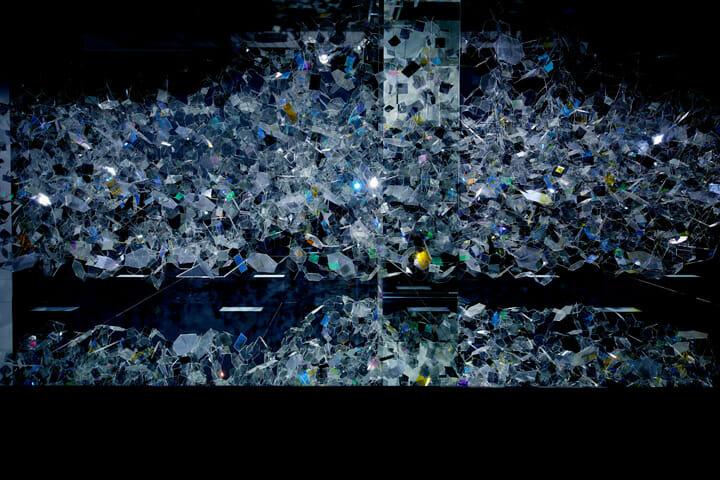 全体のオブジェクトは透明感を持ち、ガラスの輪郭のラインだけが浮き出る