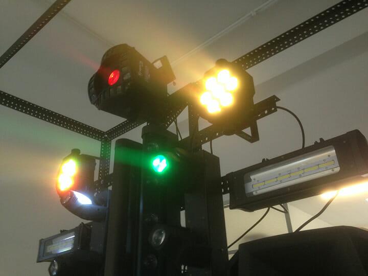 「EPOCSODIELAK」はスピーカー、照明、スモークなどの機能を搭載