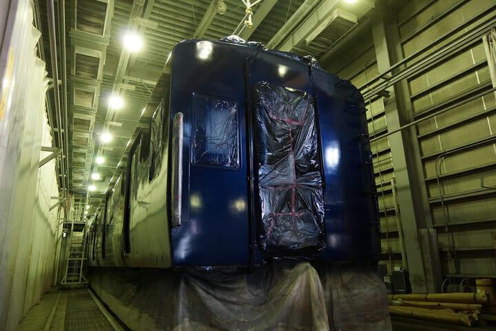 車両の外観には横浜を想起させる、「YOKOHAMA NAVYBLUE」(ヨコハマネイビーブルー)」を採用