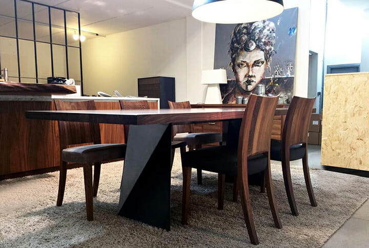 イタリアの木製家具ブランドRiva 1920の新作テーブル「KùKI」