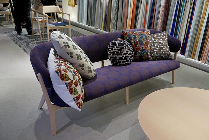 皆川明氏とコラボレーションしたスウェーデンのテキスタイルブランドKvadrat、家具はマルニ木工のもの